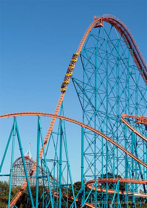 Titan Roller Coaster | Guide to Six Flags over Texas