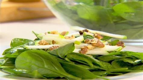 Spinach Salad with Goat Cheese and Walnuts | Recipes