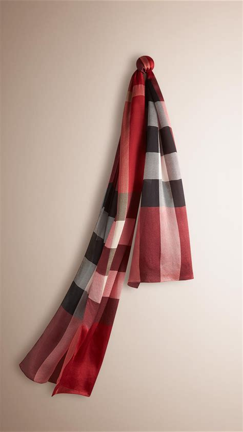 Burberry Check Silk Satin Scarf Parade Red in Red (parade